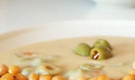 """""""Sýrová"""" omáčka s olivami a restovanou cizrnou"""