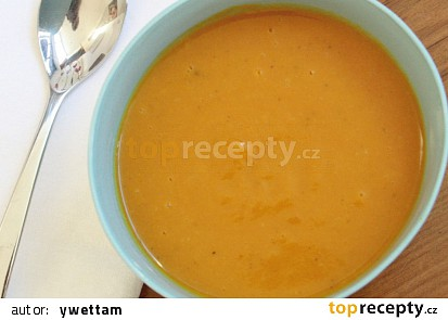 Dýňová polévka se zázvorem a kari