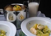 Brambory na loupačku s bylinkovým nebo tvarůžkovým máslem