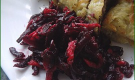 Červená řepa s jablky a balzamikem