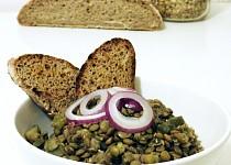 Čočkový salát s kyselými okurkami