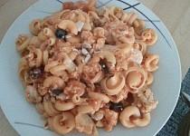 Funghetto těstoviny s kuřecím masem a černými olivami - dietní