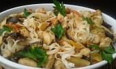 Kuřecí kousky se zeleninou a sušenými houbami