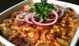 Pikantní salát z fazolí a vepřového masa