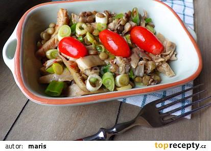 Pikantní salát z hlívy s čočkou
