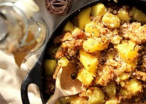 Pohanka s brambory a uzeným tempehem
