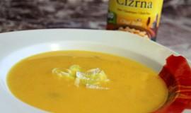 Porková polévka s mrkví a cizrnou