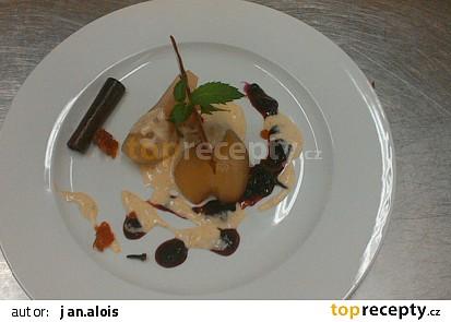 Pošírovaná hruška s vanilkovou omáčkou a domácím karamelem