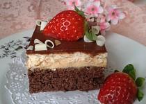 Řezy s karamelovým krémem a čokoládovou polevou
