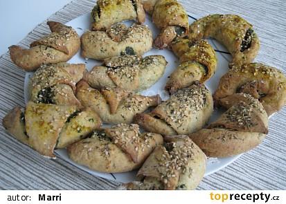 Rohlíčky z bramborového těsta se špenátem a Linessou