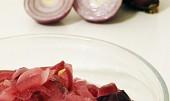 Salát z červené cibule