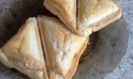 Toast - banán s chilli papričkou.