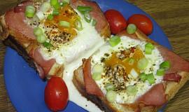 Toust s vejcem a slaninou