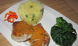 Vepřové medailonky s kapustovým měšcem a šťouchanými bramborami