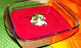 Vynikajíci polévka z červené řepy