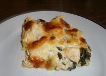 Zapečené brambory s kuřecím masem, špenátem a mozzarellou