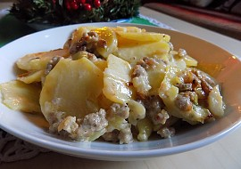 Zapečené brambory ve smetaně s mletým masem