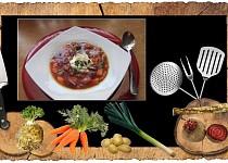 Zeleninová polévka s červenou řepou