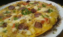 Zelná omeleta s klobásou