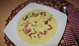 Celerová krémová polévka s polentovo-sýrovými noky
