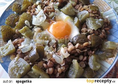 Čočka v okurkovém objetí se sázeným vejcem