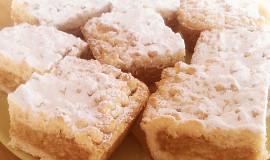 Křehký strouhaný jablečný koláč