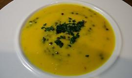 Krémová batátová polévka s černou čočkou