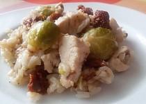 Kuřecí prso s pohankovou rýží, kapustičkami a rajčaty