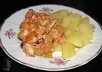 Lečo s vařenými bramborami