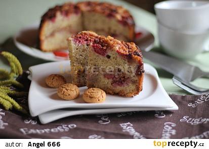 Mandlový koláč s malinami a amarretkami