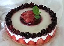 Nepečený jahodovo-ostružinový cheesecake