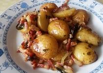 Pečené brambory na cibuli a slanině
