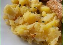 Šťouchané brambory s jablky a cibulí