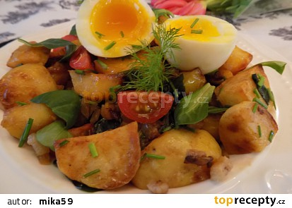 Teplý bramborový salát s polníčkem