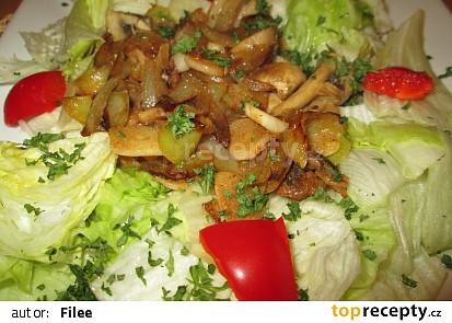 Teplý žampionový salát