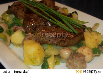 Vepřová játra s teplým bramborovým salátem