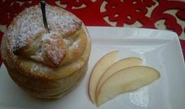 Zapečené jablko plněné čokoládou v listovém těstě