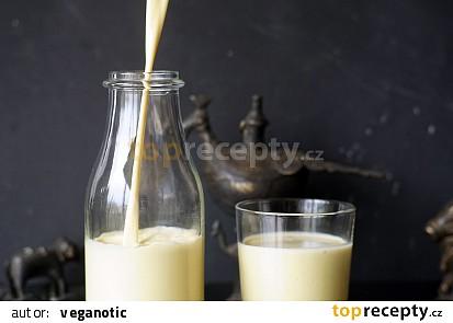 Zlaté mandlové mléko