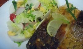 Amur s lehkým jarním salátem