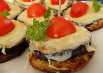 Bramboráčky s grilovaným lilkem a sýrem