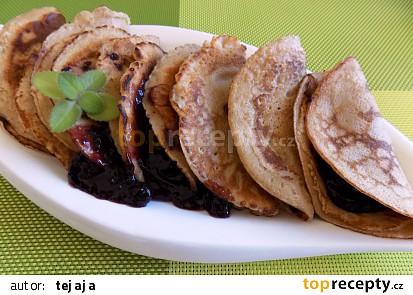 Celozrnné omeletky s horkým ovocem