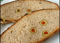 Chléb s olivami