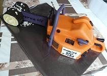 Oranžová motorová pila