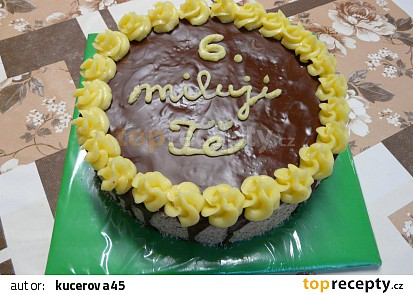 Ořechový krémový dort