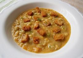 Rychlá hrachová polévka s krutony