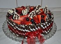 Slavnostní čokoládový dort s ovocem