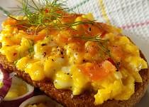 Smetanová vejce s uzeným lososem
