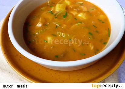 Bramborová polévka s hlívou a řapíkatým celerem
