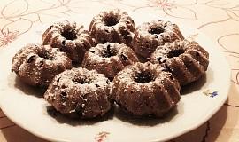 Kakaové bábovičky s drobným ovocem