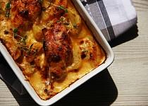 Plněná kuřecí prsa zapečená s brambory se smetanou
